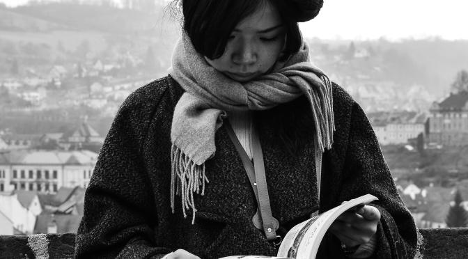 Τhe girl and the book..